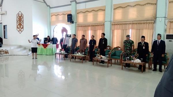 Wakil PA Kuala Kurun Hadiri Pelantikan Dan Pengambilan Sumpah Janji Pejabat Struktural Serta Penandatanganan Pakta Integritas Di Lingkungan Kabupaten Gunung Mas