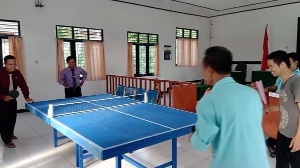 Refreshing! Pegawai PA Kuala Kurun Mengisi Waktu Dengan Bermain Tenis Meja Setelah Jam Kerja