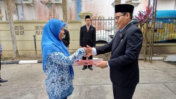 Piagam Penghargaan Karya Satya X Untuk Salasiah, A. Md